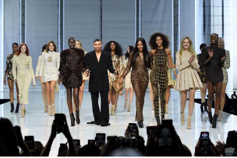 Carla Bruni, tops de los 80 y modelos de talla grande: Balmain