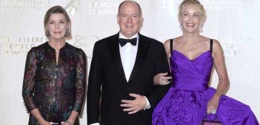 Carolina de Mónaco brilla con un vestido de Chanel Alta Costura junto a Sharon Stone en la gran noche del príncipe Alberto