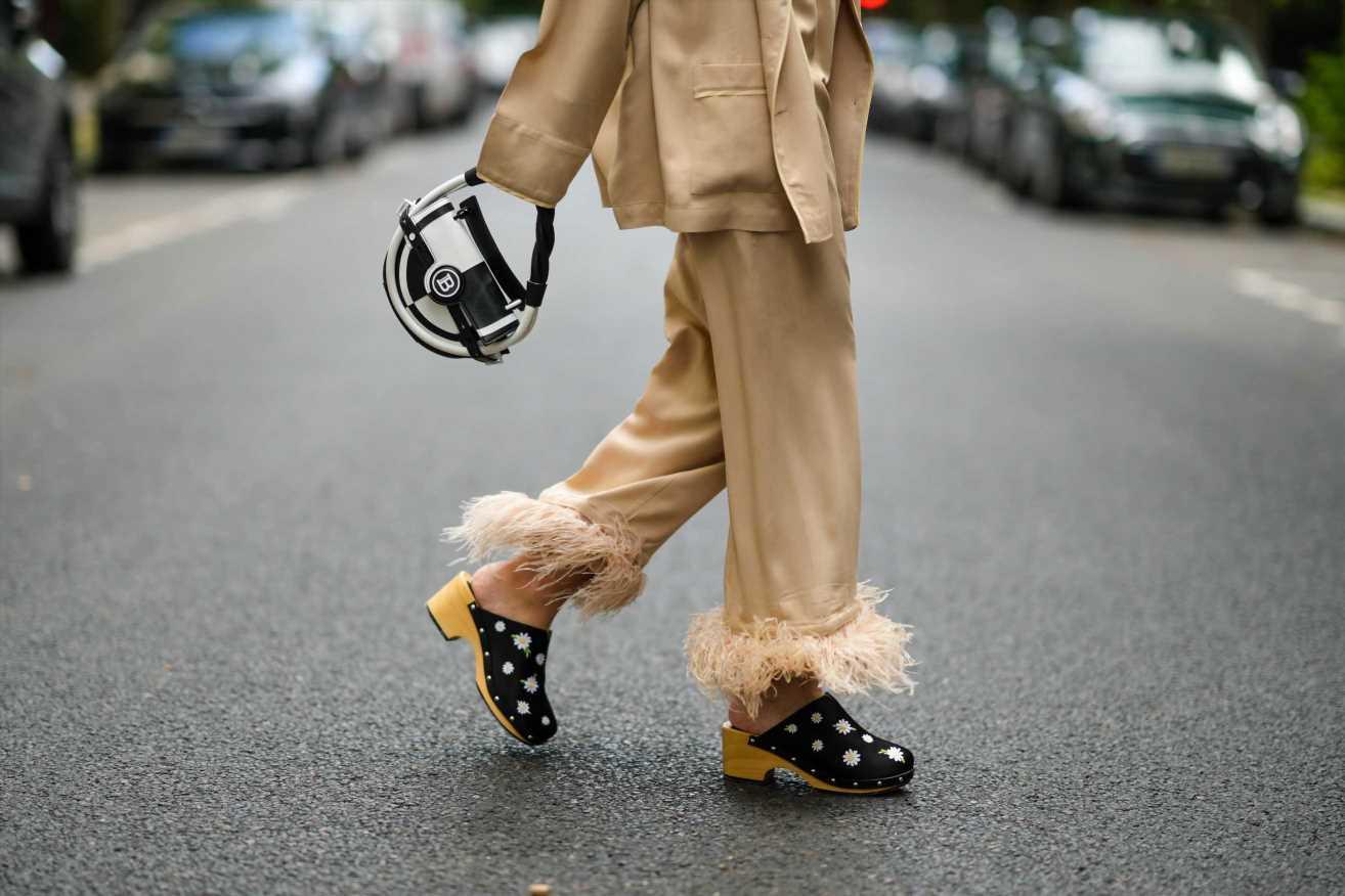 Cómo llevar los zuecos, el calzado viral del otoño