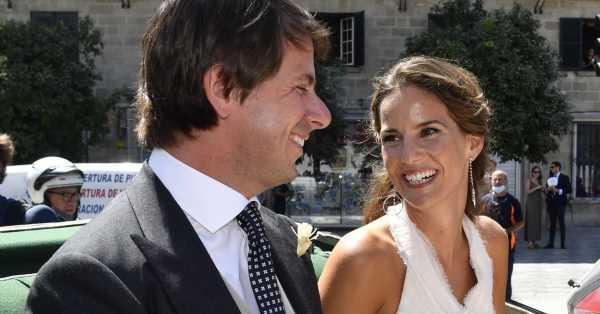 El vestido de novia con el que Carla Vega-Penichet a dado el 'sí, quiero' a Carlos Cortina