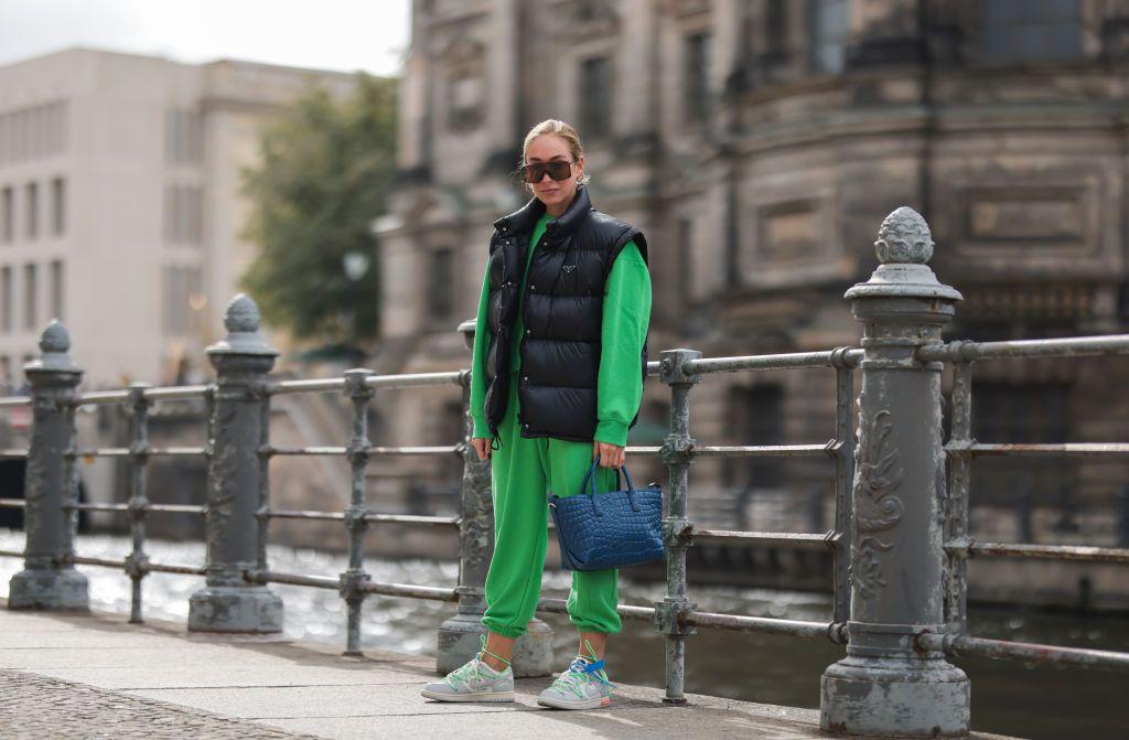Este conjunto deportivo de Zara es un look urbano perfecto