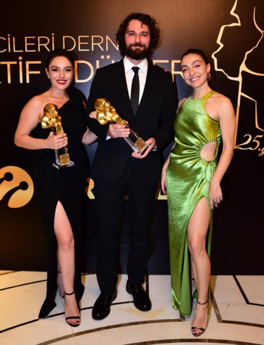 'Inocentes' y sus protagonistas, Han y Safiye, premiados en los Altin Objektif