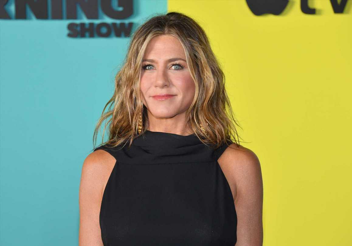 Jennifer Aniston tiene el vestido de nido de abeja perfecto para las más minimalistas