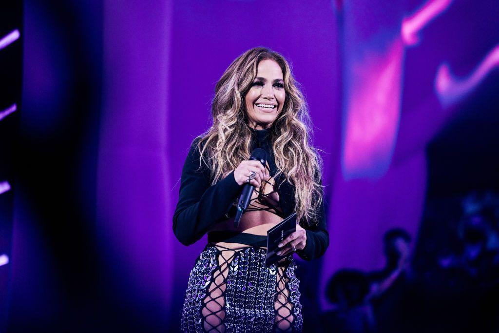 Jennifer Lopez y su sorprendente look en los MTV VMAs 2021