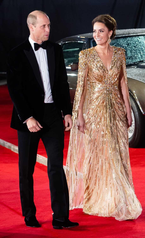 Kate Middleton, espectacular y al estilo de Lady Di, en el estreno de la última entrega de 007