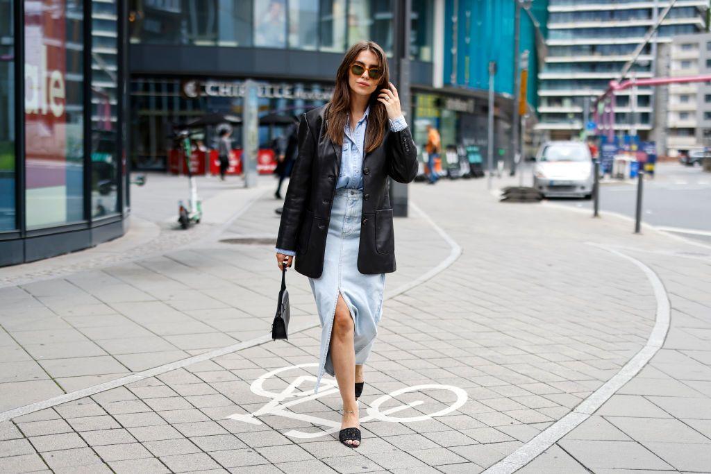 La falda vaquera favorita del street style está en Zara