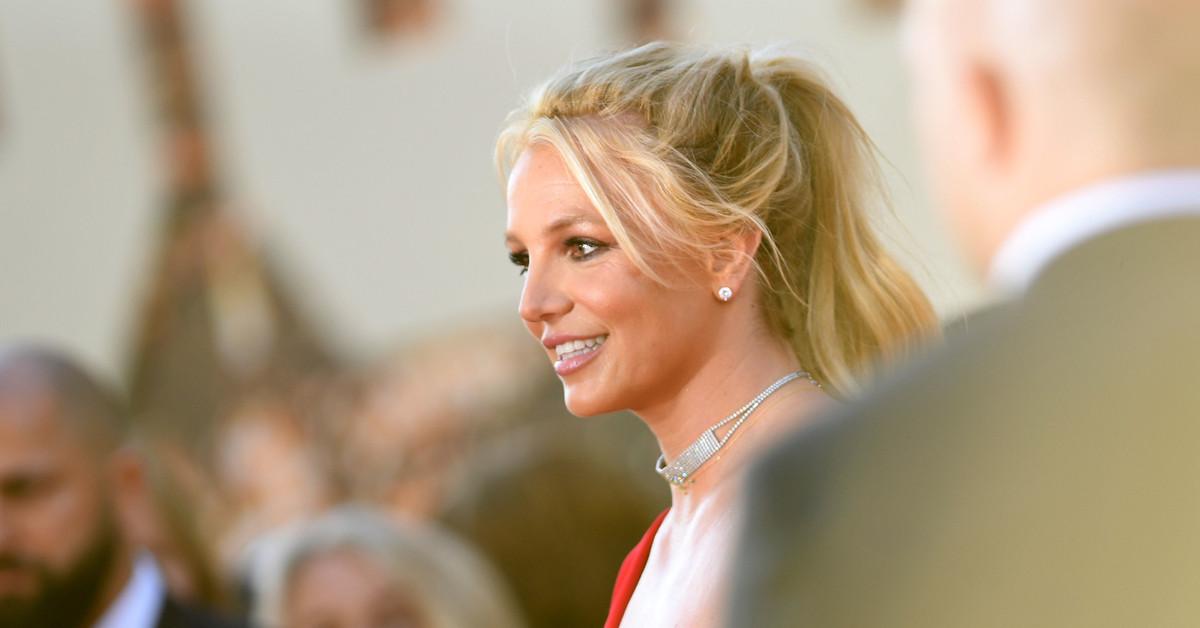 Sam Asghari le pide matrimonio a Britney Spears: un anillo de platino con diamante de cuatro quilates y un grabado significativo