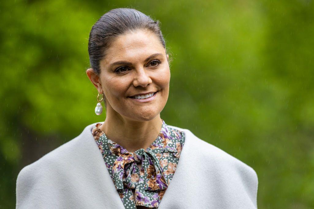 Victoria de Suecia tiene el vestido de flores más favorecedor
