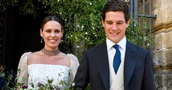 Claudia Osborne deslumbra en su boda con José Entrecanales: del traje y la original capa al emotivo homenaje a su madre
