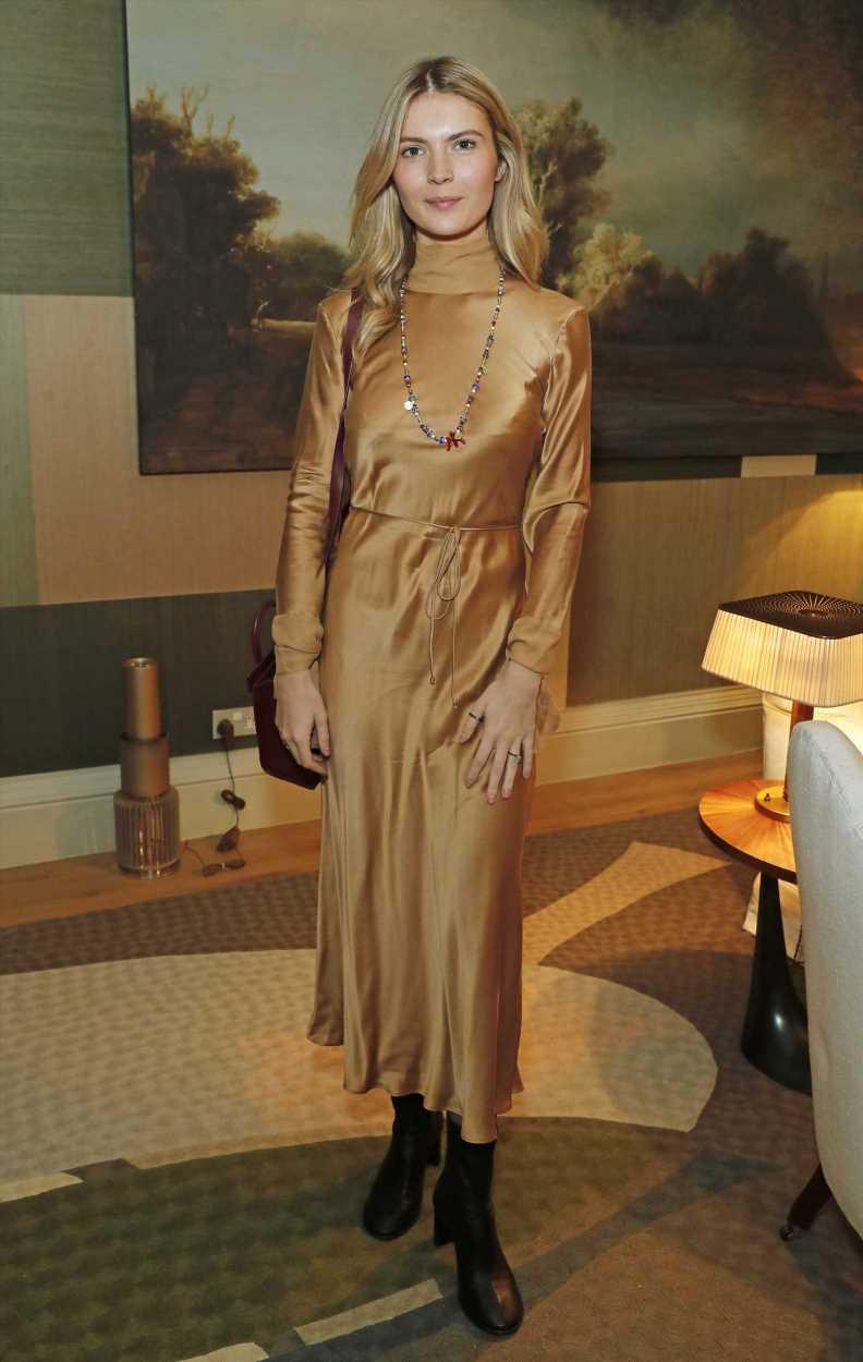 El vestido de encaje de Gabriella de Givenchy para novias románticas