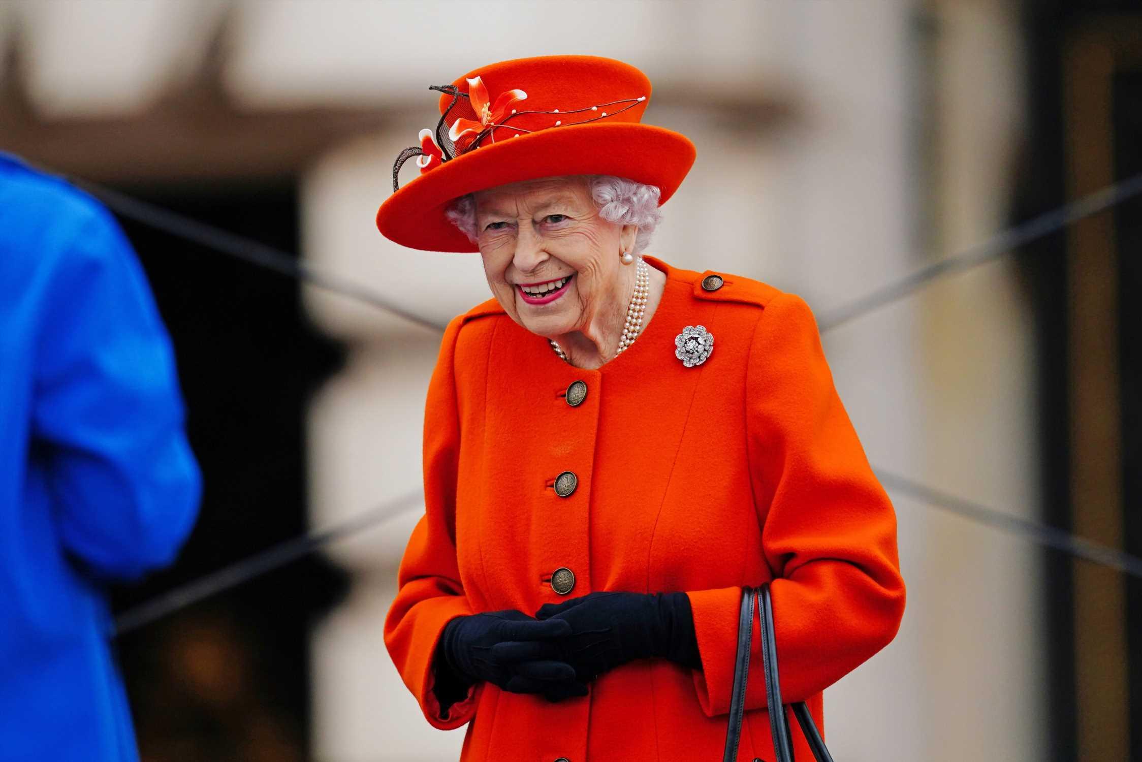 Isabel II y la historia detrás de sus broches más significativos