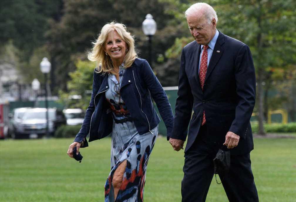 Jill Biden se apunta al calzado favorito de Kate y Letizia