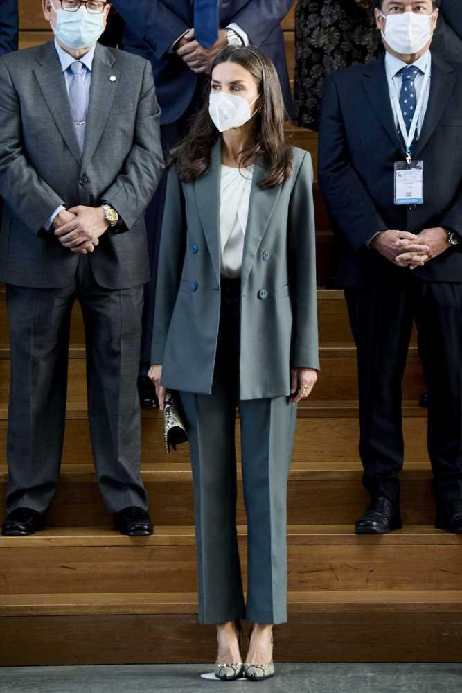 La Reina Letizia y sus outfits más elegantes de moda 'low-cost'