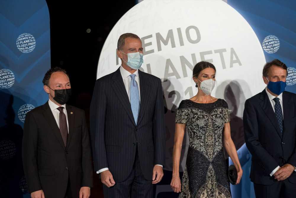 La reina Letizia recicla su vestido joya para el Premio Planeta