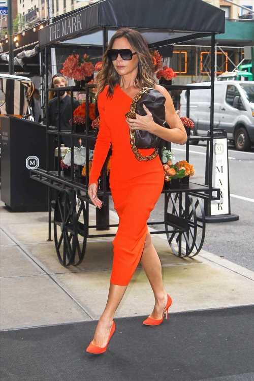 Victoria Beckham y el vestido rojo para las invitadas de otoño